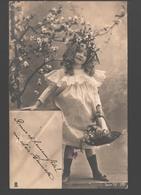 Fantasy / Fantaisie / Fantasie Kaart - Flower Picking Girl / Bloemenplukster - 1903 - Scènes & Paysages