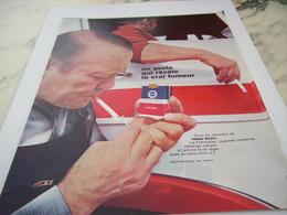 ANCIENNE PUBLICITE UN GESTE QUI REVELE UN FUMEUR CIGARETTE FRANCAISE 1968 - Tabac (objets Liés)