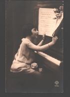 Fantasy / Fantaisie / Fantasie Kaart - Girl At Piano / Fille Au Piano / Meisje Aan De Piano - Scènes & Paysages