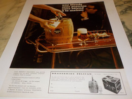 ANCIENNE PUBLICITE UNE BLONDE SOUS PRESSION BIERE  PELFORTH  1968 - Alcools