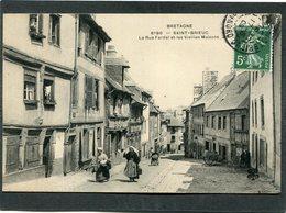 CPA - SAINT BRIEUC - La Rue Fardel Et Les Vieilles Maisons, Animé - Saint-Brieuc