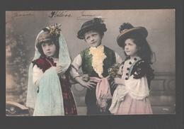 Fantasy / Fantaisie / Fantasie Kaart - 2 Girls And A Boy / 2 Filles Et Un Garçon / Twee Meisjes + Jongen - Groupes D'enfants & Familles