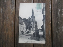 CPA 49 SAINT GEORGES CHATELAISON EGLISE ET ROUTE DE DOUE LA FONTAINE ANIMEE VOITURE ANCIENNE - Saint Georges Sur Loire