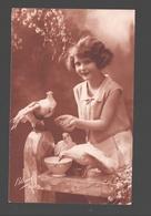 Fantasy / Fantaisie / Fantasie Kaart - Fille Avec Pigeons / Kind Met Duiven / Child With Pigeons - 1928 - Scènes & Paysages