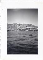 PORTE-AVIONS AU PORT - Boats