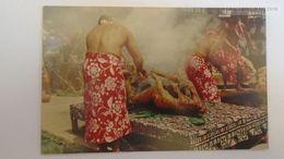 D166742  HAWAII  - US - Ca 1960  Preparing Hawaiian Luau  Pig - Stati Uniti