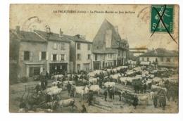 La Pacaudière - La Place Du Marché Un Jour De Foire (belle Animation, Commerces) Circ Date Illisible, Annulation Encre - La Pacaudiere