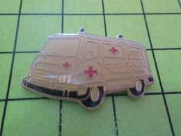 313k PINS PIN'S / Beau Et Rare : Thème MEDICAL / CROIX ROUGE AMBULANCE - Médical
