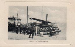83 LA SEYNE SUR MER ARRIVEE DU BATEAU BELLE ANIMATION CARTE GAUFREE - La Seyne-sur-Mer