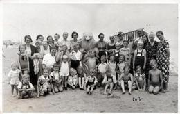 Carte Photo Originale Déguisement & Eisbär, Ours Blanc Polaire à La Plage Accompagné D'Enfants Goebel 1930/40 - Anonymous Persons
