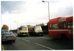 35mm ORIGINAL PHOTO BUS UK FARNHAM TRAVEL MINI BUS - F098 - Postcards
