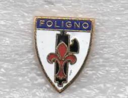 Foligno Calcio Distintivi FootBall Soccer Spilla Pins Italy  Perugia Viola Fascio - Pins Moderno - Calcio