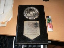 Old Plaque Medal Beograd Juniorskom Prvaku U Skokovima SPS Beograd 1940 Dar Urosa Grbica Direktora Tomaks AD - Athletics