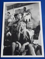 """BRIGITTE BARDOT Et Sacha Distel """"Saint-Tropez, 1958"""" # Photo-postcard # [19-735] - Acteurs"""