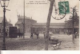 LAON - Place De La Gare Et Le Chemin De Fer Départemental -(Ce Petit Train Allait Jusqu'à Nouvion-le-Vineux ) - Laon