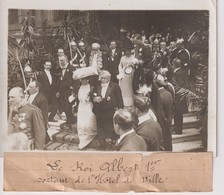 ROI ALBERT 1ER SORTANT DE L'HÔTEL DE VILLE  ROYALTY / Belgique  18*13CM Maurice-Louis BRANGER PARÍS (1874-1950) - Personalidades Famosas