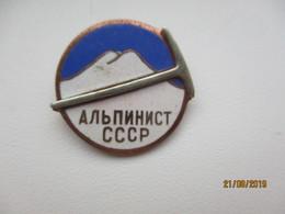 RUSSIA USSR ALPINISM MOUNTAINEERING  PIN BADGE , M - Alpinismus, Bergsteigen