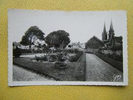DOUVRES LA DELIVRANDE. Le Jardin Public. - La Delivrande
