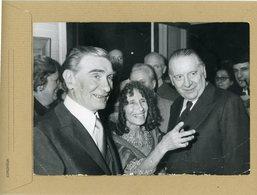 L'artiste Peintre Juif BENN  En Compagnie D'ALAIN POHER  Au Vernissage En 1975 - Personnes Identifiées