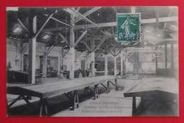 33 Gujan-Mestras 1912 Intérieur De L'Usine Teysonneau Tables Et Casiers à Sardines éditeur Non Précisé  Dos Scanné - Gujan-Mestras