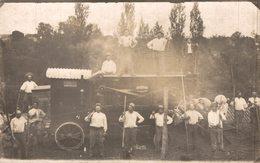 CARTE PHOTO  TRES RARE    ST GENARD  PAYSANS AUX BATTAGE - Francia