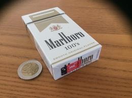 """Paquet Cigarettes Vide Etats-Unis """"Marlboro 100's - CALIFORNIA TAX PAID"""" USA - Contenitori Di Tabacco (vuoti)"""