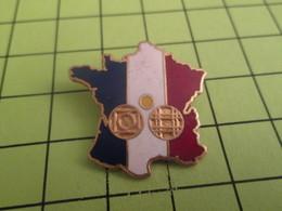 313H PINS PIN'S / Beau Et Rare : Thème SPORTS / PETANQUE TRICOLORE HEXAGONE CARTE DE FRANCE - Pétanque