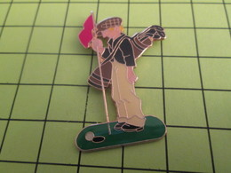 415a PINS PIN'S / Beau Et Rare : Thème SPORTS / GOLF CADDIE Ou Plus Exactement CADET - Golf