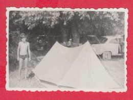 247726 / 1967 - LITTLE BOY NUDE Naked  , Tent , CAR , Vintage Original Photo , Bulgaria Bulgarie - Persone Anonimi