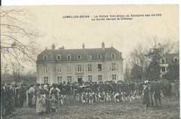 JUMELLES-BRION  ( MAINE ET LOIRE ) LE RALLYE VIEIL- ANJOU AU DOMAINE DES AYES .LA CURÉE DEVANT LE CHÂTEAU - France