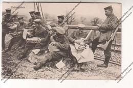 CPA Militaria Ww1 : Liebesgaben (soldats Allemands Ouvrant Les Colis) (6 Landwehr Division - Feldartl.-Rgt.6) Datée 1915 - Guerre 1914-18