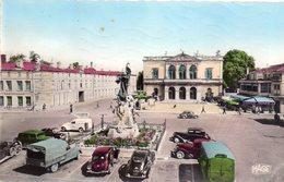 CPSM,Saint-Dizier, Place Aristide Briand-l'Hôtel De Ville, Voitures D'époque 1960 - Saint Dizier