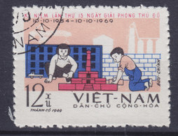 Vietnam 1969 Mi. 587    12 (xu) Befreiung Von Hanoi, Wiederaufbau - Vietnam