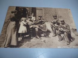 CARTE POSTALE GUERRE 14/18    ALLEMANDS DONNANT UN CONCERT POUR UNE FAMILLE EN BELGIQUE - 1914-18