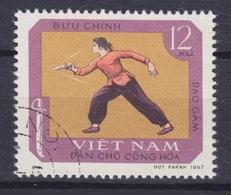 Vietnam 1968 Mi. 545    12 (xu) Traditionelle Sportart Dao Gäm, Dolchfechterin - Vietnam