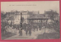 14 - CAEN--Le Jardin De L'Hotel De Ville Pendant La Musique----tres Animé - Caen