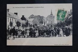 CPA 22 LEZARDRIEUX LA SORTIE De L'ECOLE ENVIRONS De PAIMPOL COTES D'ARMOR ECRITE TIMBRE Et TAMPON 1913 - France