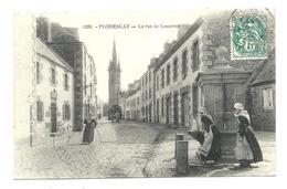 PLOUESCAT - Rue De Lesneven - à La Fontaine (vers 1905) - Plouescat