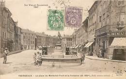 CPA 43 Haute Loire Yssingeaux La Place Du Marechal Foch Et La Fontaine - Yssingeaux