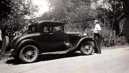 Photo Originale Des USA - 1930 Ford Model A 1903-1931 - Jantes En Bois & Son Conducteur - Automobiles