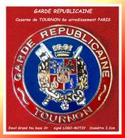 SUPER PIN'S GENDARMERIE : LA GARDE REPUBLICAINE, CENTRE De TOURNON PARIS émaillé Grand Feu Base Or LOGO-MOTIV - Militaria