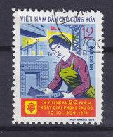 Vietnam 1974 Mi. 776    12 Xu 20. Jahrestag Der Befreiung Von Hanoi Frau Beim Hausbau, Kran - Vietnam