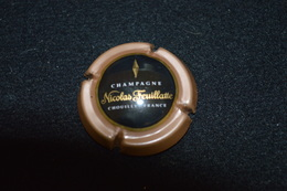 Capsule De Champagne Nicolas Feuillate Fond Beige Et Noir Lettres Or - Zonder Classificatie