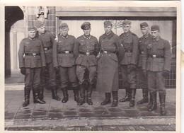 Foto Gruppe Deutsche Soldaten - 2. WK - 9*6,5cm (43016) - Krieg, Militär