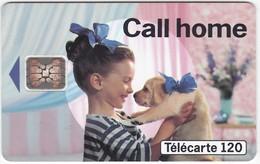 TC054 TÉLÉCARTE 120 - CALL HOME FRANCE TELECOM - FILLETTE AVEC 1 CHIOT DANS LES BRAS - Telecom Operators