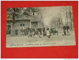 MILITARIA   -  Kamp Van Beverloo - Camp De Beverloo -  Officiers Achetant Leur Nécessaire De Toilette - Leopoldsburg (Camp De Beverloo)