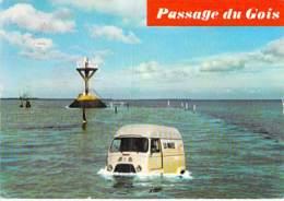 CAMION - POIDS LOURDS - Camionnette  RENAULT Au Passage Du Gois - CPSM GF 1972 - Lorry Truck Lkw Caminhão Lastbil - Camion, Tir
