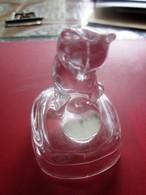CHAT EN VERRE CISELÉ CAT IN GLASS CISELÉ Autres Collections  Miniatures Décoratives  Animaux - Tiere
