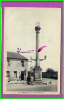 CPA (61 Orne) - ARGENTAN  - 12. Le Carrefour Et La Colonne Des Trois Croix - Animé Homme En Vélo- - Argentan