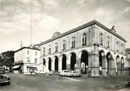 33 Gironde :  Cadillac Sur Garonne  L' Hôtel De Ville     Réf 7056 - Cadillac